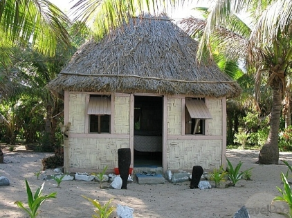 my-bure-at-drawaqa-island-barefoot-lodge-yasawa-islands-fiji-hostel